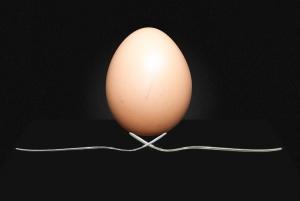 Jajko, nakłuwacz, szpila
