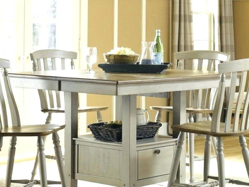dodatkowe półki w stole jadalnym w małej kuchni
