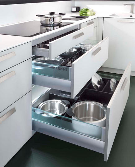 szuflany zamiast półek w kuchni