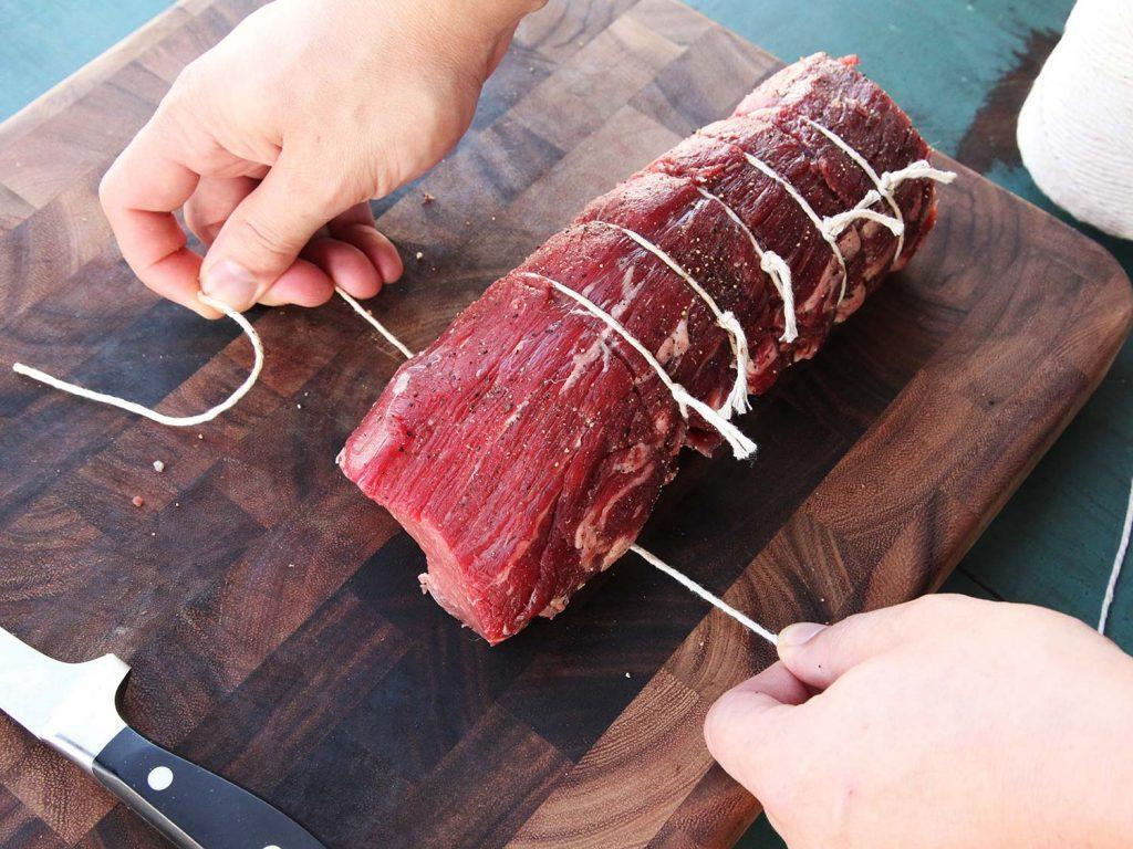 wiązanie mięsa sznurkiem kuchennym