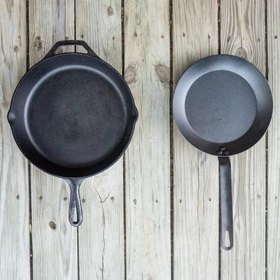 Patelnie żeliwne czy ze stali węglowej
